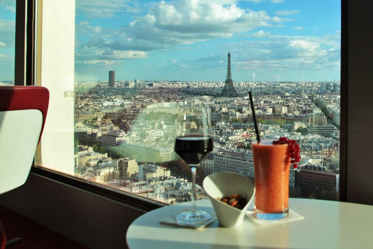 8 places to drink with a view in paris parisbym for Cocktail etage
