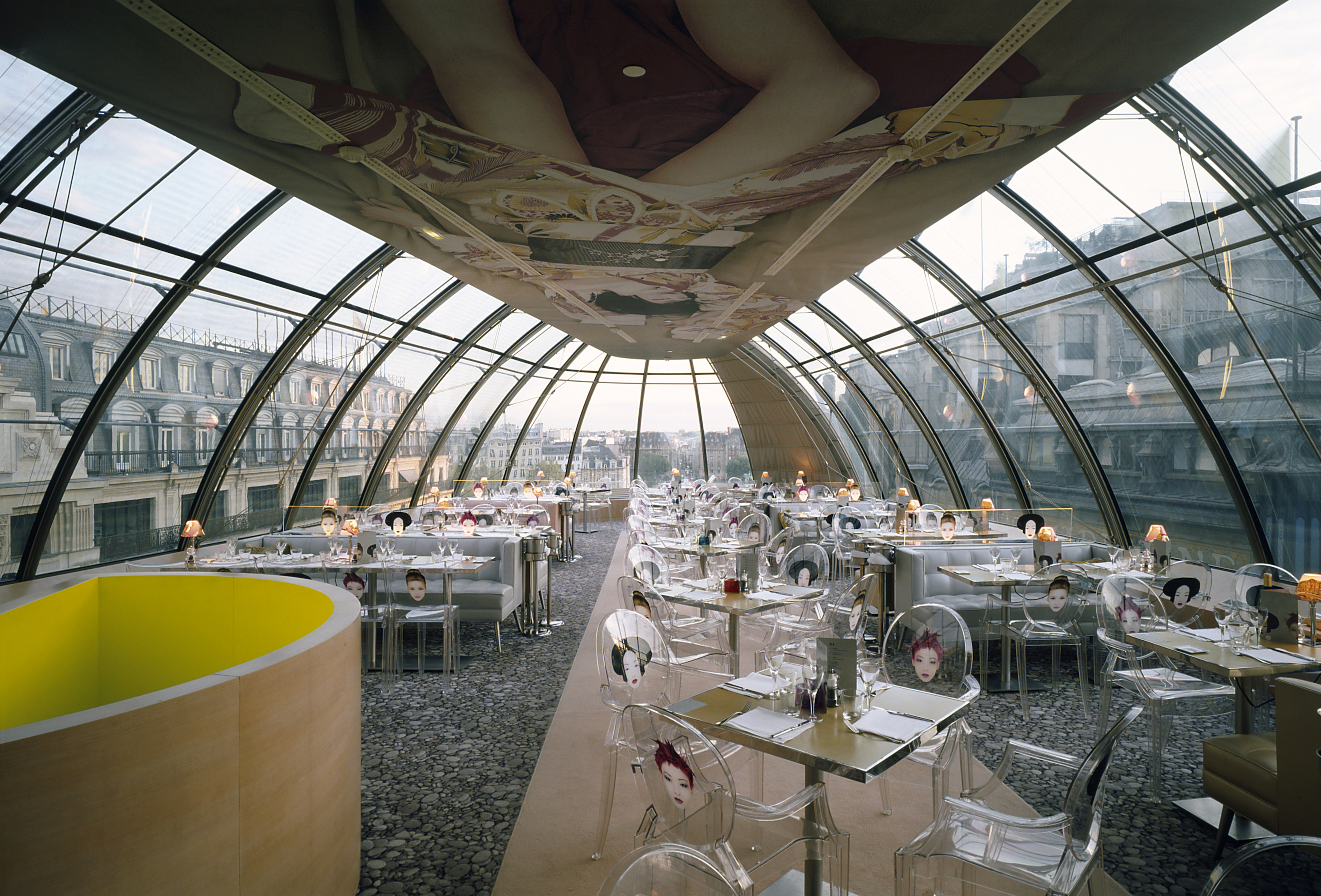 8 places to drink with a view in paris parisbym for Paris restaurant