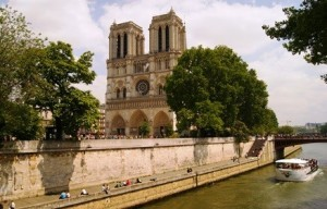 The Paris attractions trips package is aimed at tourists coming for the first time to Paris and looking for Paris itineraries and top things to do in Paris. Book one of our Paris vacation packages to fully discover the city within your time and budget constraints., Notre-Dame Cathedral, budget hotels in paris