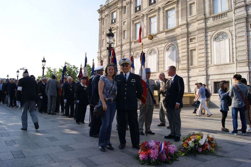 Veterans of the French Air Force about to rekindle the flame of the Unknown Soldier