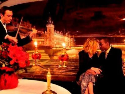 The romantic trip package in Paris is for those coming with their lover and who want to have nice time together, explore the city and possibly make a weeding proposal or celebrate an anniversary. Book one of our Paris vacation packages to fully discover the city within your time and budget constraints.