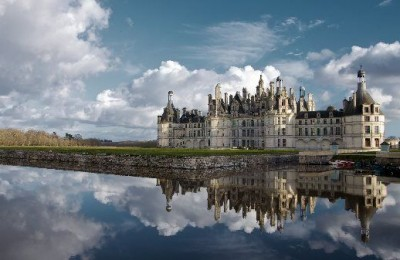 Book ParisByM day tour from Paris to the Loire Valley. You will see the main castles: Chambord, Chenonceau, Azay Le Rideau and Villandry gardens.