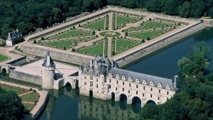Book ParisByM day tour from Paris to the Loire Valley. You will see the main castles: Chambord, Chenonceau, Azay Le Rideau and Villandry gardens, Loire Valley castles