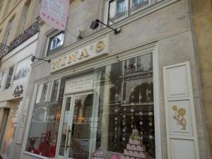 Nina's salon de thé vitrine