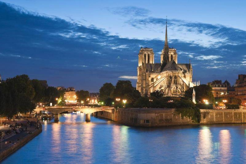 Paris, 3 days, best sights, 2 Day trip to Paris, Can't-Miss, Eiffel Tower, Louvre, Seine, Notre-Dame, Montmartre