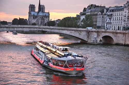 Dinner cruises in Paris
