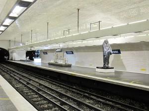 800px-Métro_Varenne_Station_(5430396384)