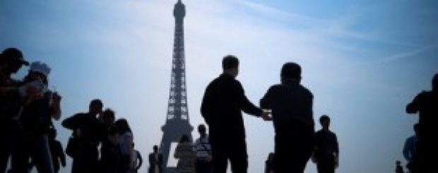 How to plan group trips to Paris?