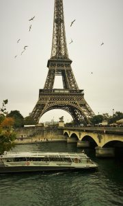 Seine river cruise, eiffel tower