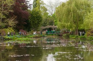 Monet's house garden (Wikimedia commons)