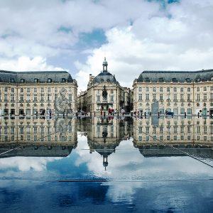 1280px-Place_de_la_Bourse,_Bordeaux,_France