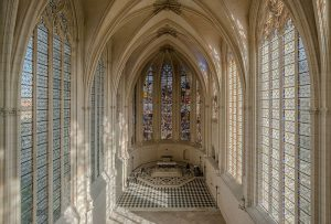 Interior_of_Sainte_Chapelle,_Vincennes_140308_1