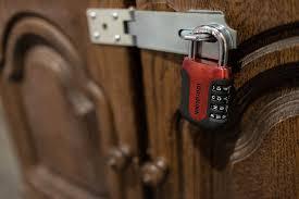lock, team building in Paris