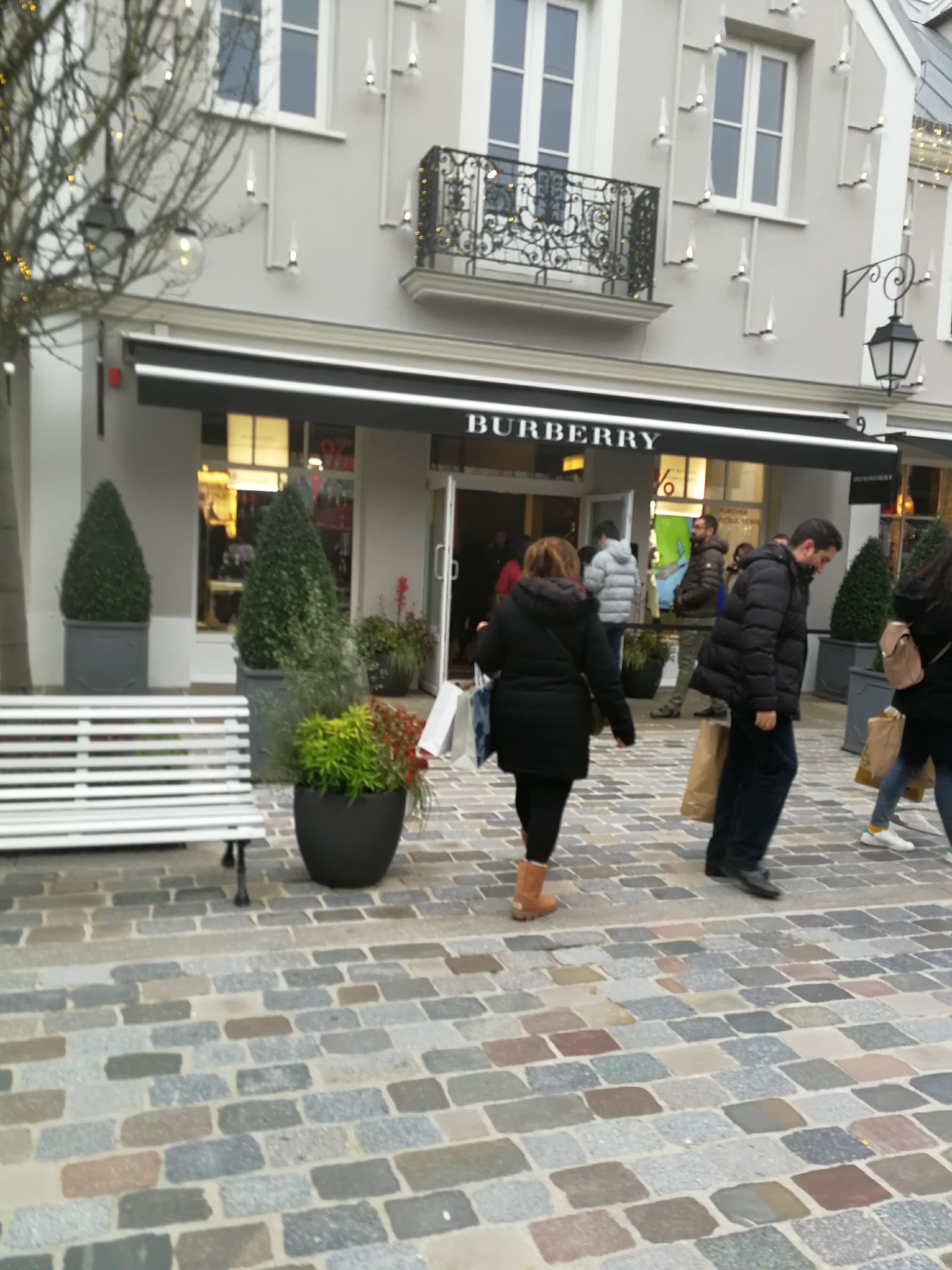 Outlet shopping in Paris, La vallée village