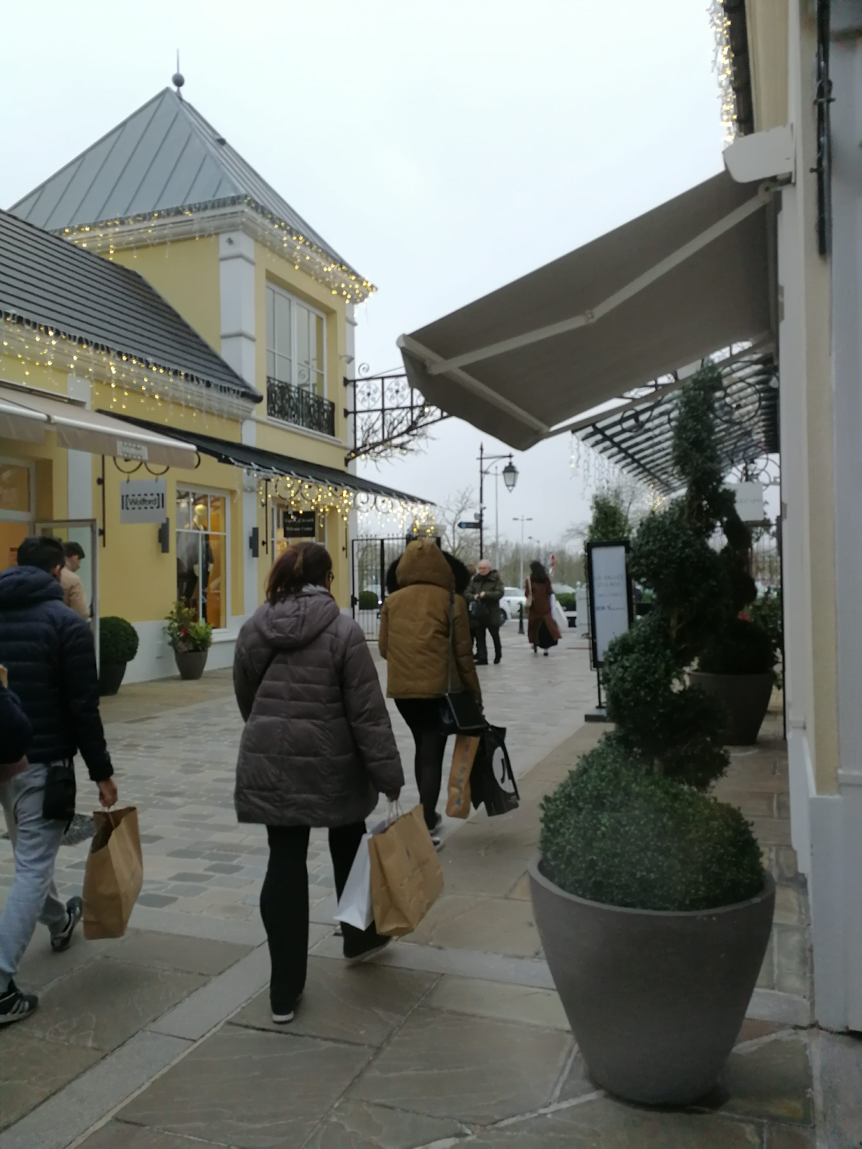 outlet shopping in Paris