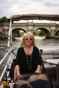 Boat, unusual ways to tour paris, private boat