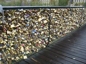 love-locks, valentine's day in paris