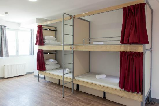 hostel Paris