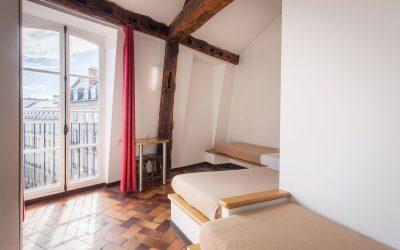 hostels in paris france