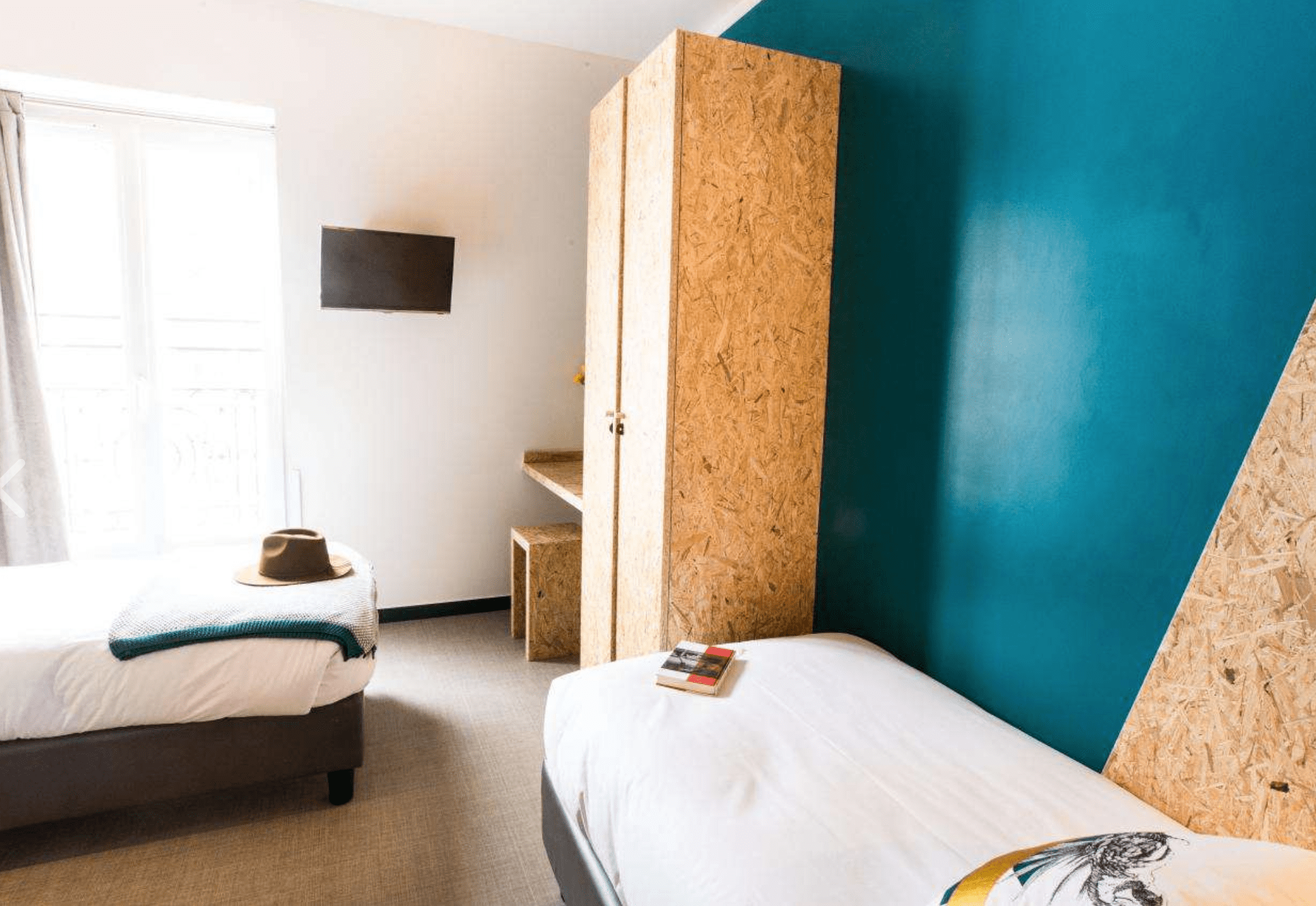 hostels in paris france